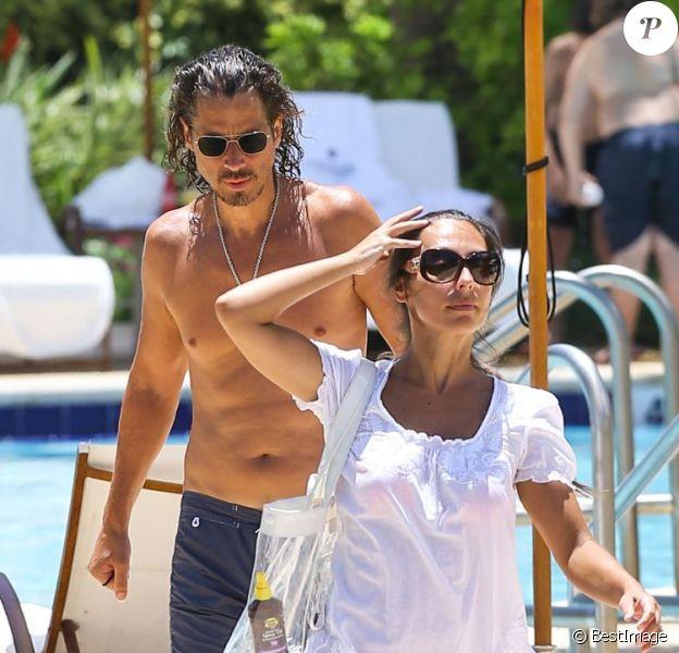 Exclusif - Le chanteur du groupe Soundgarden Chris Cornell et sa femme Vicky Karayiannis en vacances à Miami le 31 juillet 2013.