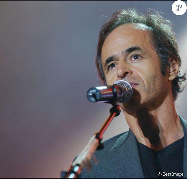 Jean-Jacques Goldman aux Francofolies de la Rochelle en 2004. Le chanteur revient dans le classement Ifop/JDD est arrive directement à la première place.