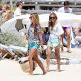 Sylvie Van der Vaart profite de son célibat en vacances avec une amie sur la plage de Pampelonne au Club 55, Saint-Tropez le 3 aout 2013.