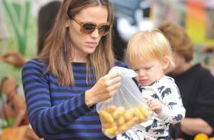 Jennifer Garner, marché en famille : Samuel, blotti dans ses bras, la rend gaga