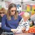 Jennifer Garner, son mari Ben Affleck et leurs trois adorables enfants, Violet, Seraphina, Samuel au Farmers Market à Los Angeles, le 4 août 2013