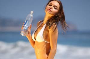 Natalia Proza : Bikini et T-shirt mouillé pour la bombe russe à la plage