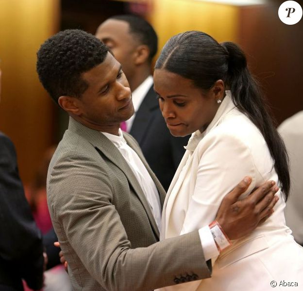 Tameka Foster et Usher se sont affrontés au tribunal de Fulton County à Atlanta, aux États-Unis, le 9 août 2013, pour la garde de leurs enfants Naviyd (4 ans) et Raymond V (5 ans). L'affaire a été rejetée et le chanteur conserve la garde des garçons.