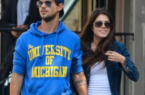 Taylor Lautner : Le beau gosse amoureux de la belle Marie Avgeropoulos à NY