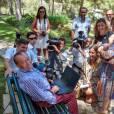 Le roi Juan Carlos Ier d'Espagne, recevant le chef du gouvernement Mariano Rajoy au palais Marivent, a eu le 9 août 2013 des mots très sympathiques à l'égard du photographe Juan Chavez du magazine Hola!, qui prend sa retraite après 38 années passées à couvrir l'actualité de la famille royale.