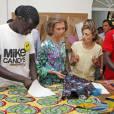 La reine Sofia s'est intéressée à divers ateliers à la Fondation Joana Barcelo, un site de l'association Caritas, le 12 août 2013 à Palma de Majorque.