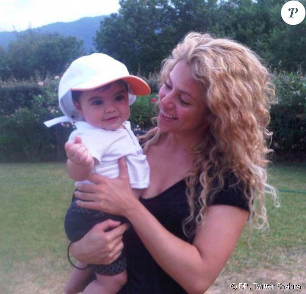 Shakira et son petit Milan, le 16 août 2013 en France.