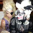 Madonna et une amie déguisée lors de sa fête d'anniversaire à Villefranche-sur-Mer, le 17 août 2013.
