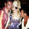 Madonna, entourée de Mert Alas (droite) et Marcus Piggott lors de sa fête d'anniversaire à Villefranche-sur-Mer. Le 17 août 2013.