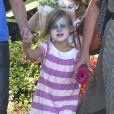 Exclusif - Busy Philipps et son mari Marc Silverstein vont chercher leur fille Birdie, ici maquillée, à son cours de danse à West Hollywood, le 15 août 2013.