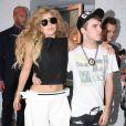 Lady Gaga, complice avec un fan à sa sortie d'un studio photo à New York, le 20 août 2013.