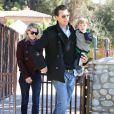 Ali Larter et son mari Hayes MacArthur sont allés se promener avec leur fils Theodore au parc à Beverly Hills. Le 9 mars 2013.