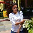 Eva Longoria se promène dans les rues de Brentwood, le 8 août 2013.