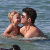 Robin Thicke : Père et mari modèle à la plage, sa main baladeuse fait scandale