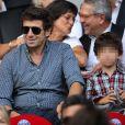 Patrick Bruel et ses enfants lors de la rencontre de Ligue 1 entre le PSG et Guingamp (2-0), au Parc des Princes, le 31 août 2013.