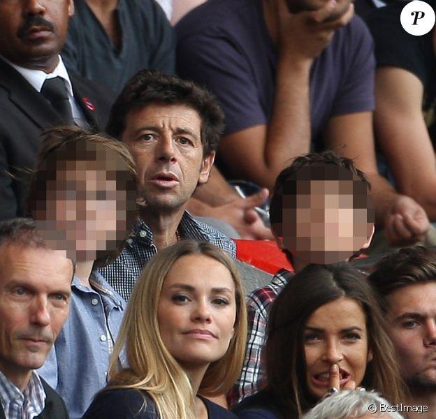 Patric Bruel et ses deux enfants (Oscar et Léon), non loin de Jalil Lespert, également avec son fils, lors de la rencontre de Ligue 1 entre le PSG et Guingamp (2-0), au Parc des Princes, le 31 août 2013.