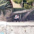 Exclusif - Exclusif - George Clooney et son ami Rande Gerber passent du bon temps en vacances, chez Bono sur la côte d'Azur, dans sa villa d'Eze, le 19 août 2013.