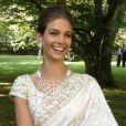 Photo publiée par Kendra Spears sur son compte Twitter quelques heures après son mariage avec le prince Rahim Aga Khan le 31 août 2013 à Genève, remerciant l'Indien Manav Gangwani pour ce sari ivoire et or ''plus-que-magnifique''.