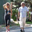 Goldie Hawn et Kurt Russell sondent le quartier de Brentwood, le 30 août 2013.