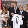 Le président du Real Madrid Florentino Perez présente sa nouvelle recrue Gareth Bale à Madrid le 2 septembre.