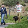 Michael Madsen se promène avec ses fils lors du Labor Day à Los Angeles, le 2 septembre 2013.