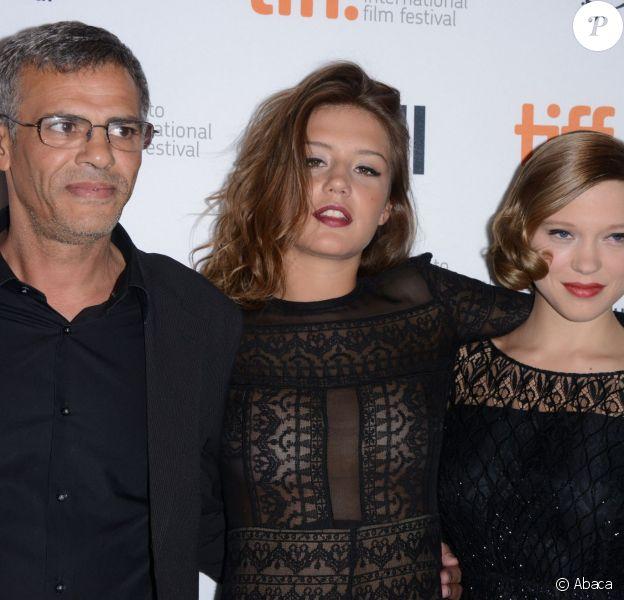 Abdellatif Kechiche, Adèle Exarchopoulos et Léa Seydoux lors du photocall de La Vie d'Adèle au Festival du film de Toronto le 5 septembre 2013