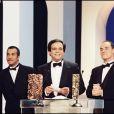 Les Inconnus recevant le César du meilleur premier film en 1996 pour Les Trois Frères