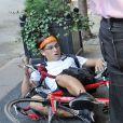 Un paparazzi à vélo est entré en collision avec Nicole Kidman,provoquant la chute de la star et la blessant à la cheville. New York, le 12 septembre 2013.