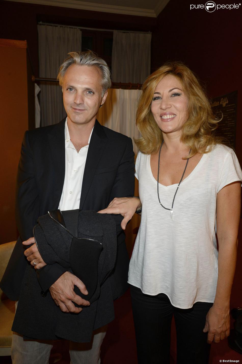 """Mathilde Seigner et son compagnon Mathieu Petitlors de la générale de la pièce """"Nina"""" à Paris le 16 septembre 2013."""