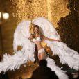 La charmante fiancée d'Adam Levine, Behati Prinsloo, sur le shooting des anges de Victoria's Secret, place de la Concorde et sur le pont Alexandre III à Paris, le 18 septembre 2013.