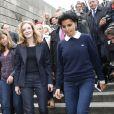 Rachida Dati et Nathalie Kosciusko-Morizet prennent un bain de foule lors d'une sortie dans le VIIe arrondissement de Paris au pied de la Tour Eiffel dans le cadre de la campagne électorale pour la mairie de Paris, le 19 septembre 2013