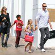 Heidi Klum avec son petit ami et ses enfants en pleine séance de shopping à Los Angeles, le 21 septembre 2013.