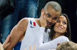 Tony Parker dans les bras de sa belle Axelle, émue après son triomphe à l'Euro