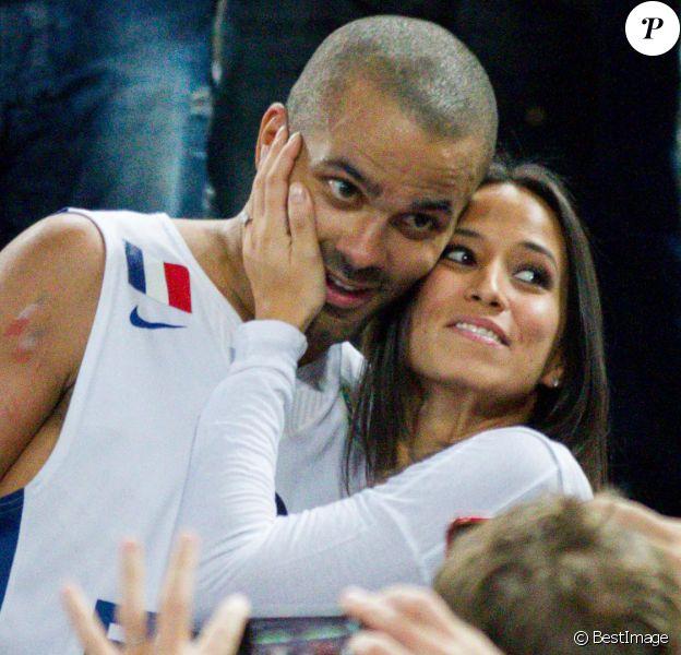 Tony Parker et sa fiancée Axelleaprès la finale de l'Eurobasket remportée par la France face à la Lituanie (80-66), à Ljubjana, le 22 septembre 2013
