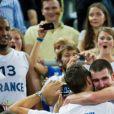 Boris Diaw et nando De Colo après la finale de l'Eurobasket remportée par la France face à la Lituanie (80-66), à Ljubjana, le 22 septembre 2013