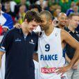 Tony Parker et Goran Dragic après la finale de l'Eurobasket remportée par la France face à la Lituanie (80-66), à Ljubjana, le 22 septembre 2013