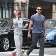 Hugh Jackman et son fils Oscar déjeunent à West Village, New York, le 21 septembre 2013.