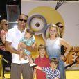 Melissa Joan Hart avec son mari et ses enfants le 22 juin 2013 à Los Angeles.