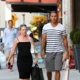 Melissa Joan Hart et son mari Mark Wilkerson font du shopping à New York, le 18 juillet 2013.