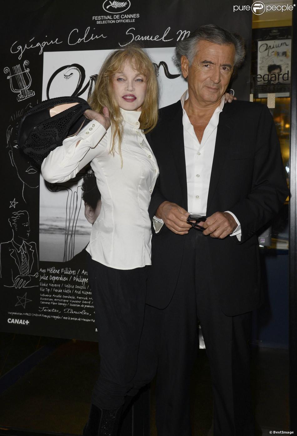 """Arielle Dombasle et Bernard-Henri Lévy lors de la première du film """"Opium"""" au cinéma Le Saint-Germain-des-Près à Paris, le 27 septembre 2013."""