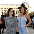 Le duo Brigitte arrive au défilé Vanessa Bruno à Paris le 27 septembre 2013