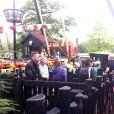 Brad Pitt est allé avec ses enfants, les jumeaux Vivienne et Knox, au parc de Legoland à Windsor en Angleterre le 29 septembre 2013