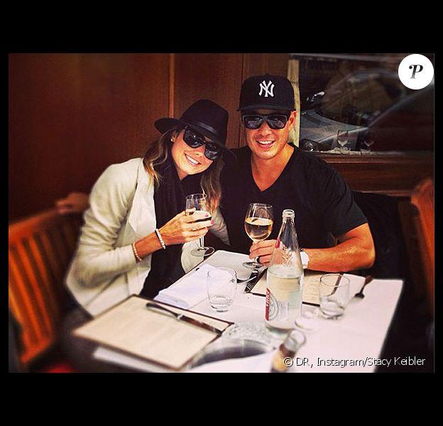 """Stacy Keibler et Jared Pobre à Paris le 30 septembre 2013 : """"J'adore être dans la capitale de l'amour"""", écrit l'ancienne catcheuse comme légende."""