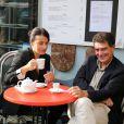 Cecile Duflot et Pascal Durand ( secrétaire national d'Europe Ecologie-les Verts ) prennent leur petit-déjeuner dans un café à deux pas du palais de l'Elysée avant le conseil des ministres à Paris le 2 Octobre 2013.