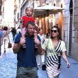 Guy Ritchie à Rome avec sa fiancée Jaqui Ainsley et leur fils Raphael à Rome, le 3 octobre 2013.