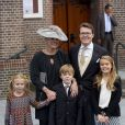 Le prince Constantijn et la princesse Laurentien avec leurs enfants Leonore, Claus-Casimir et Eloise, au mariage du prince Jaime de Bourbon-Parme et Viktoria Cservenyak, le 5 octobre 2013 en l'église Notre-Dame de l'Assomption à Apeldoorn (centre des Pays-Bas).