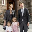 La princesse Aimee et le prince Floris avec leurs filles Eliane et Maglia - Mariage de Jaime Bourbon-Parme avec Viktoria Cservenyak a Appeldorn aux Pays-Bas le 5 octobre 2013.  Royal wedding of prince Jaime Bourbon-Parme and Viktoria Cservenyak in Appeldorn, Netherlands, October 05th, 201305/10/2013 - Appeldorn