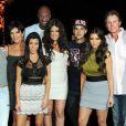 Kendall Jenner, Kris Jenner, Kourtney Kardashian, Lamar Odom, Khloé Kardashian, Rob Kardashian Jr, Kim Kardashian, Bruce Jenner et Kylie Jenner lors du premier anniversaire de mariage de Khloé Kardashian et Lamar Odom à Beverly Hills, le 27 septembre 2010.