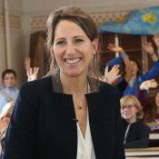 Maud Fontenoy : Souriante, la jeune maman rayonne au milieu des élèves