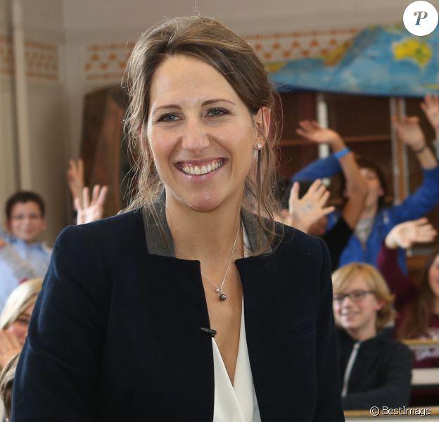 Maud Fontenoy, rayaonnante lors du lancement des programmes pédagogiques scolaires 2013-2014 de la fondation Maud Fontenoy au Collège Jules Ferry de Paris, le 8 octobre 2013